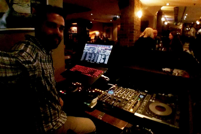 DJ baariin pubiin ravintolaan clubille yökerhoon
