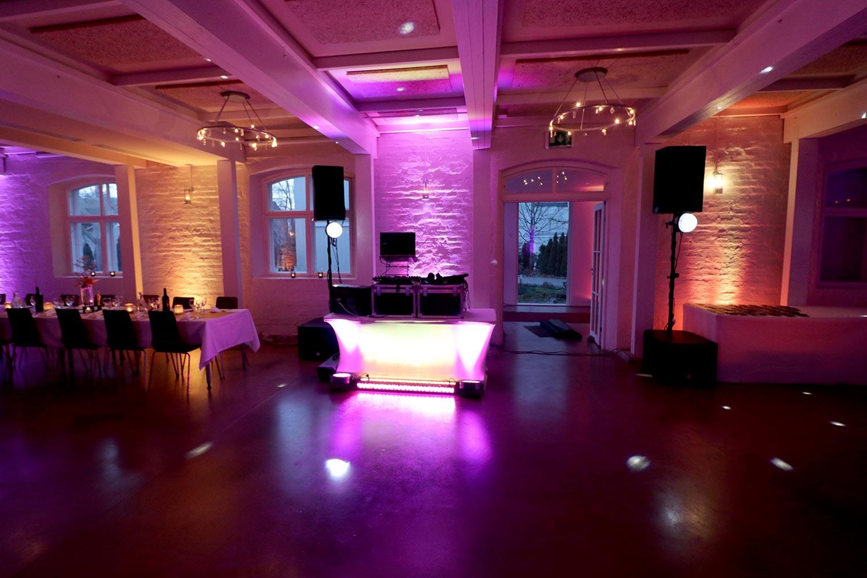 Ohjelmaa musiikkia tanssia juhliin synttäreille dj syntymäpäiville pienet discovalolaitteet